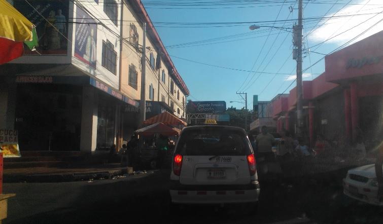 Donde estacionarse en el Mercado Oriental