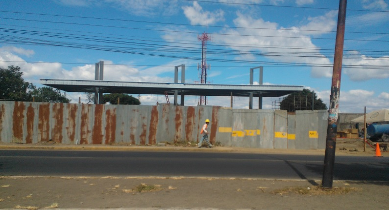 Gasolinera UNO km 5 carretera norte cerrada por remodelación