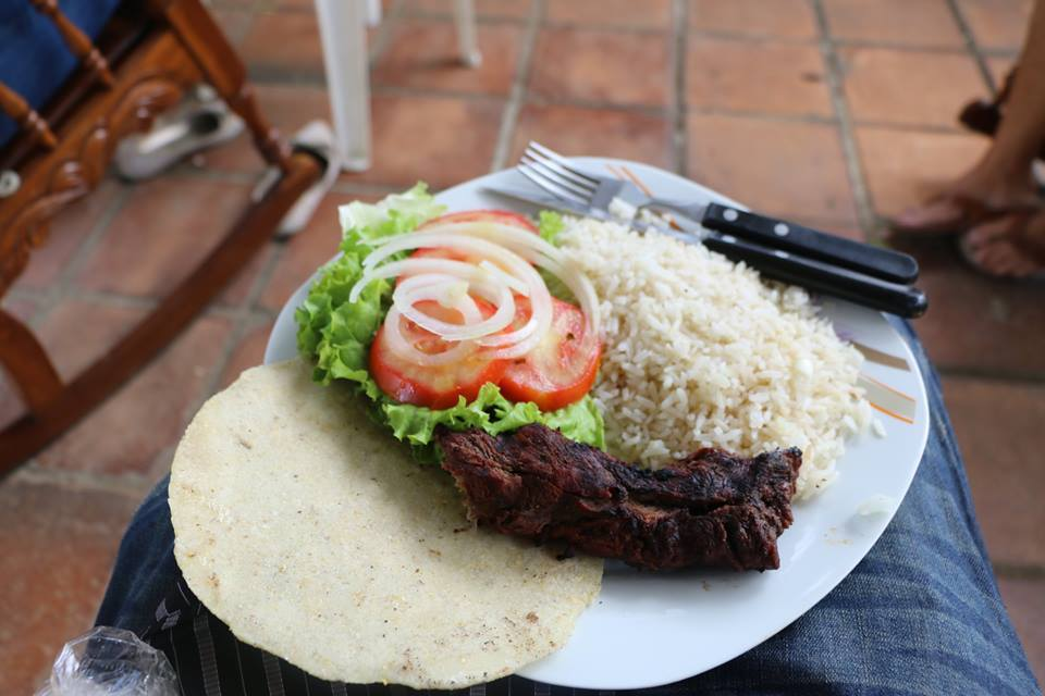 La carne asada una comida muy familiar en Nicaragua