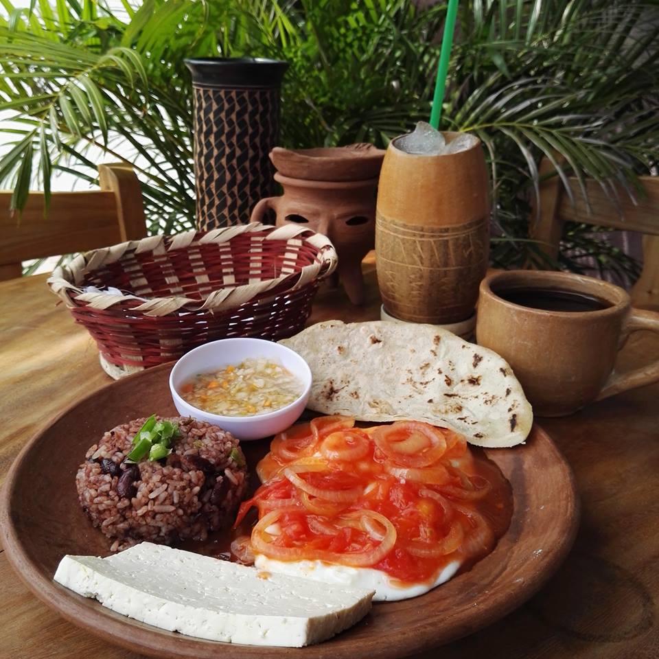 Deliciosos desayunos en calle principal de Altamira