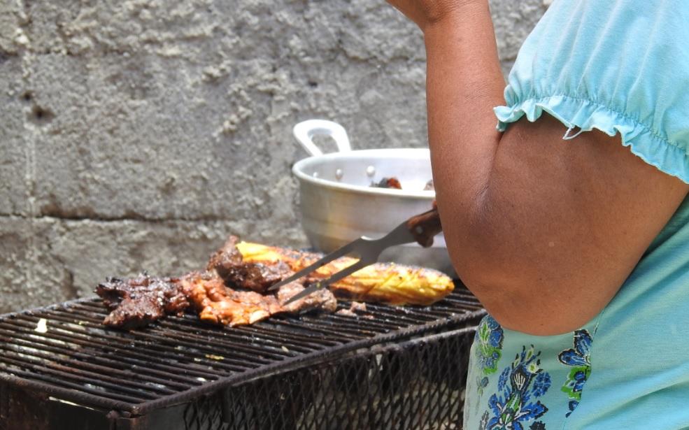 El negocio de vender carne asada en Nicaragua