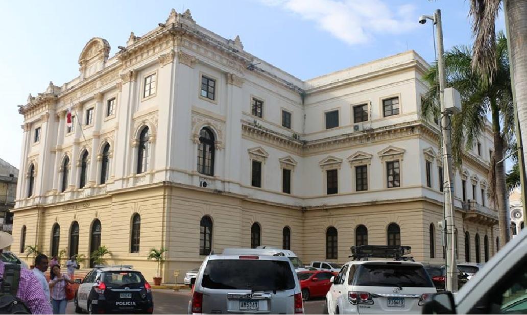 Panamá anuncia suspensión de vuelos internacionales por 30 días más