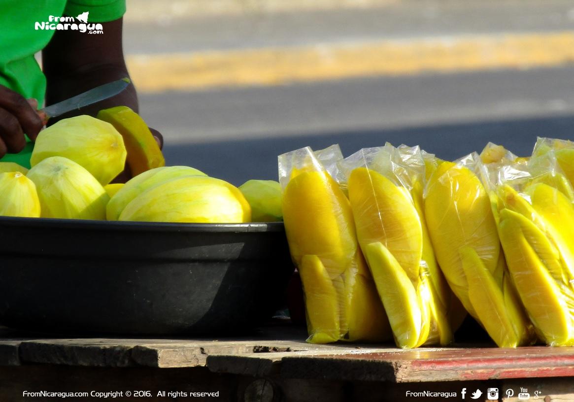 El negocio de vender mangos en Nicaragua