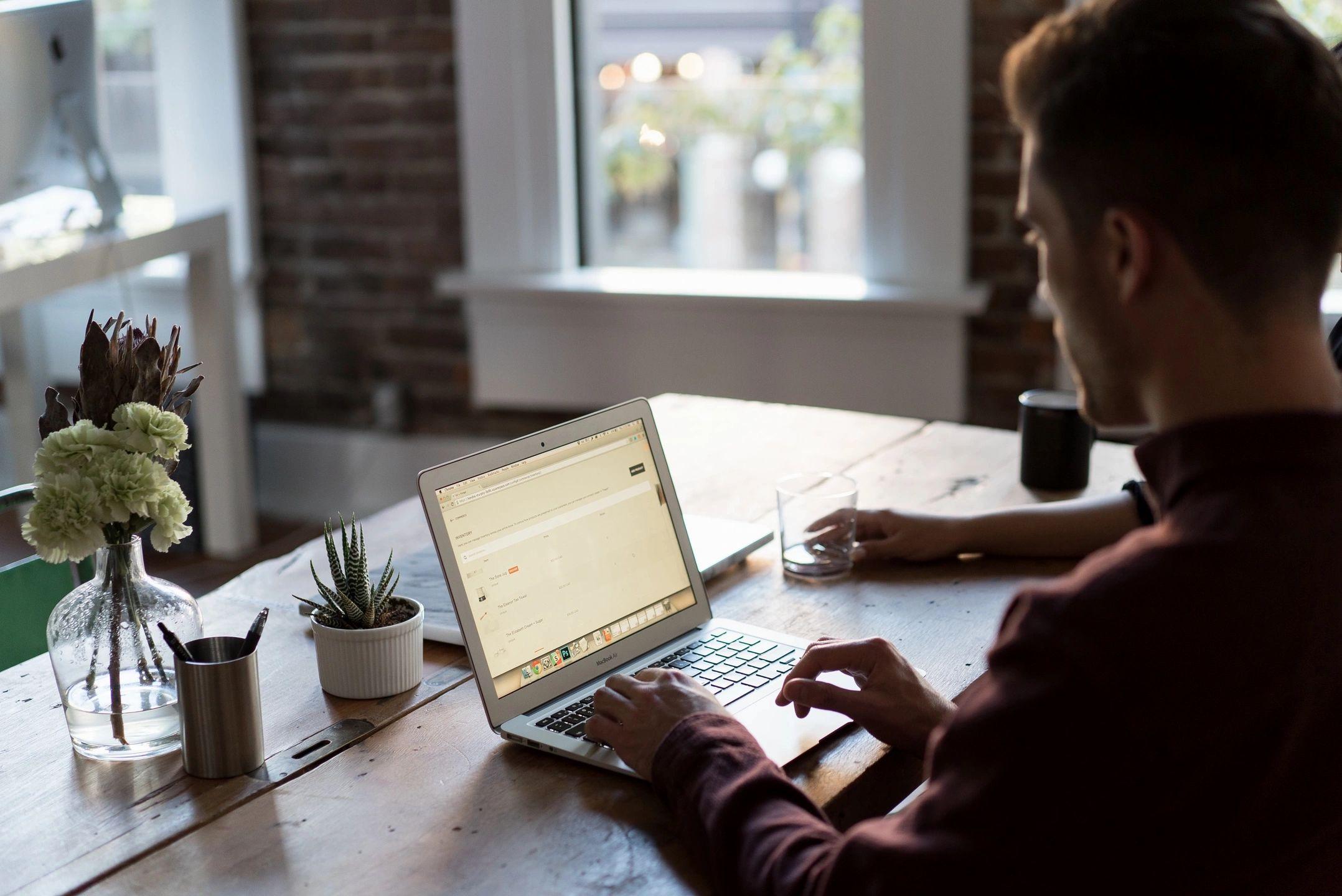 Ahorra energía trabajando desde casa