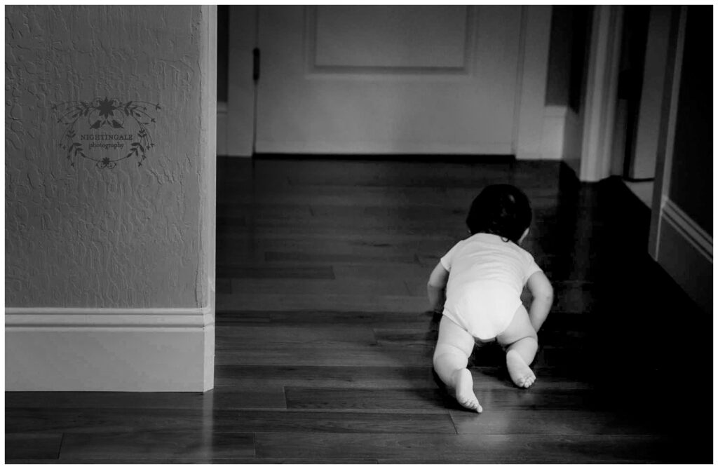 Candid baby picture from home portrait session of crawling baby in Lafayette, Ca Danville, Ca by Nightingale Photography