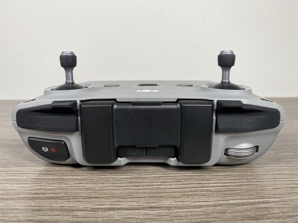 A closer look at the DJI Mavic Air 2 controller.