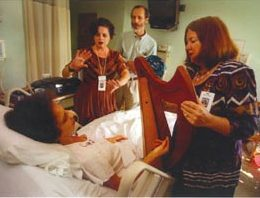 Cathy DeWitts music brings joy to patients at UFHealth/Shands. Photo courtesy of Cathy DeWitt)