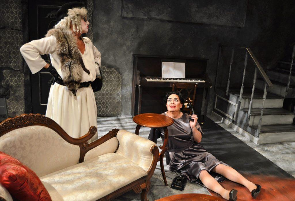 Babe Jane Bryan Mercer) wont tolerate Blanche Mark Chambers) making a phone call.