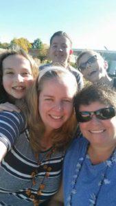 group of 5 photo selfie