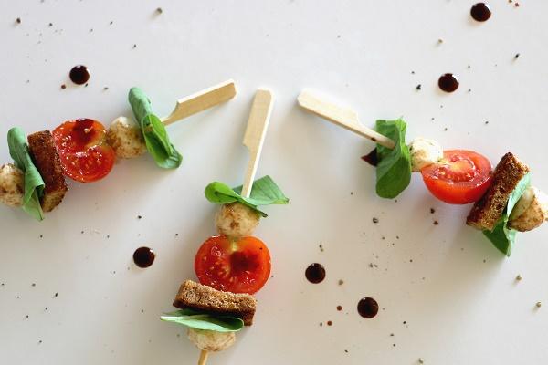 מנת נשנוש עם עגבניות ומוצרלה