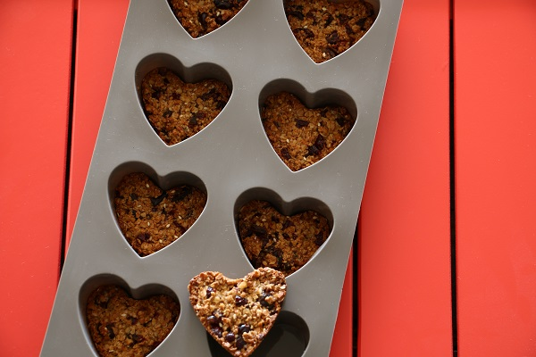 עוגיות גרנולה בתבנית סיליקון לבבות