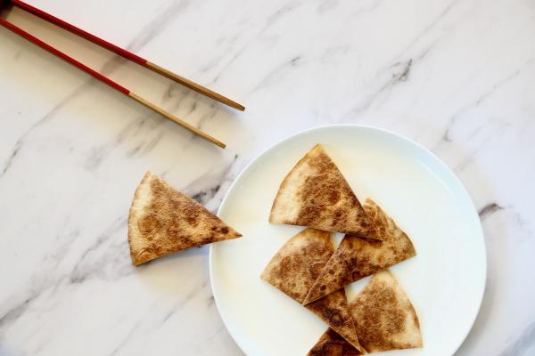 איך להכין קרקרים קראנצ'ים מטורטיה - אירוח בסטייל - EshetStyle (צילום: טליה הדר)
