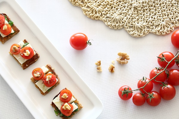 גבינה ועגבניות - ברוסקטה מושלמת לאירוח (צילום: טליה הדר)