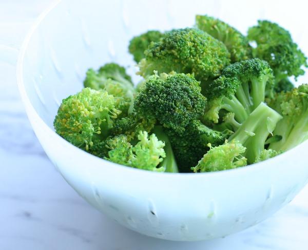 מה לעשות כדי שהברוקולי ישאר ירוק יפה_טיפים פרקטיים למטבח_הבלוג של טליה הדר EshetStyle