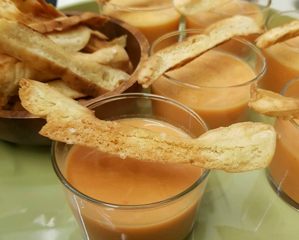 איך להכין מקלות קראנצ'יים מפיתה_אירוח בסטייל_טיפים פשוטים למטבח_הבלוג של טליה הדר EshetStyle.com