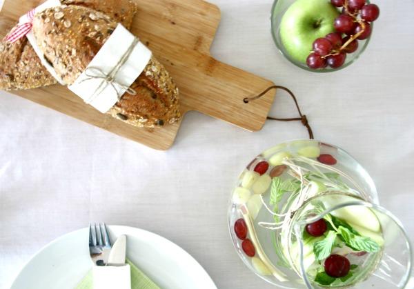 רעיונות לאירוח בשבועות_עריכת שולחן עם ענבים_אירוח בסטיל_אשת סטייל (צילום: טליה הדר)