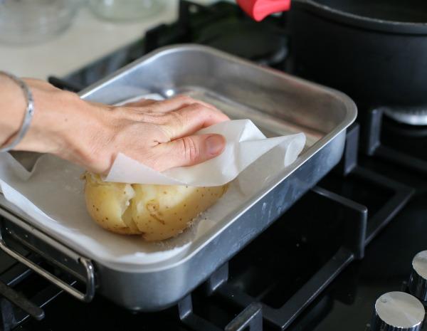 תפוח אדמה אפוי בתנור_רעיון לתוספת_רעיון למנה ראשונה (צילום: טליה הדר)