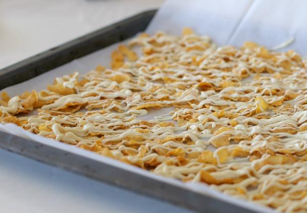 איך להכין פירורים קראנצ'יים לשדרוג כל קינוח_טיפים פרקטיים במטבח_הבלוג של אשת סטייל (צילום: טליה הדר)