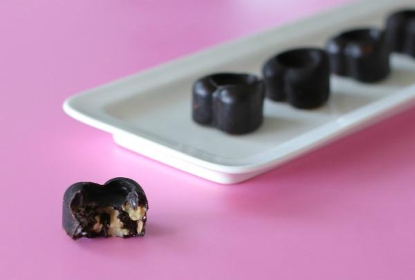 לבבות שוקולד בריאים_מתכון קל ובריא_פרלינים (צילום: טליה הדר)
