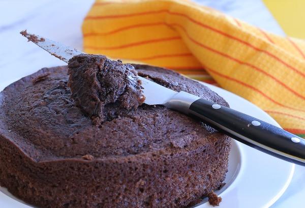 איך לתקן עוגה שהתבקעה או יצאה מעוותת לפני שמורחים את הקרם_צילום טליה הדר