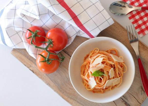 פסטה ברוטב עגבניות_איך מכינים רוטב עגבניות מעולה_צלום ומתכון: טליה הדר אשת סטייל