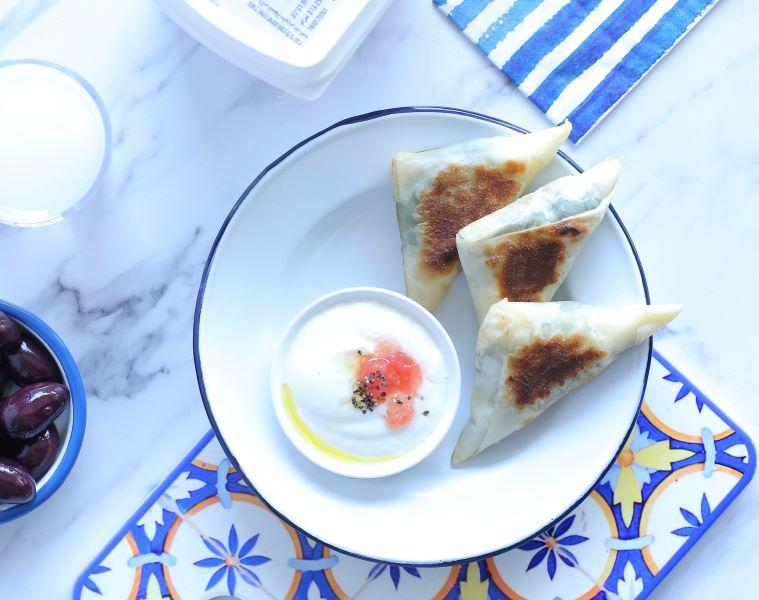 משולשי גבינה ותרד_אירוח בשבועות_צילום ומתכון טליה הדר מהבלוג אשת סטייל