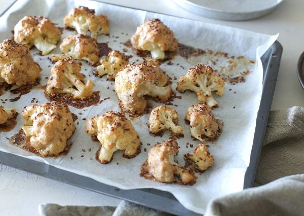 כרובית בתנור בציפוי פריך של טחינה_כרובית בטחינה בתנור-מתכון מושלם לכרובית_צילום ומתכון: טליה הדר אשת סטייל
