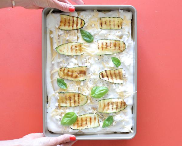 מכניסים לתנור שחומם מראש על 180 מעלות, בלי כיסוי, לכ-50 דקות עד להזהבה.