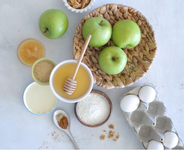 קראמבל תפוחים ודבש_קינוח מושלם לראש השנה_צילום ומתכון: טליה הדר אשת סטייל