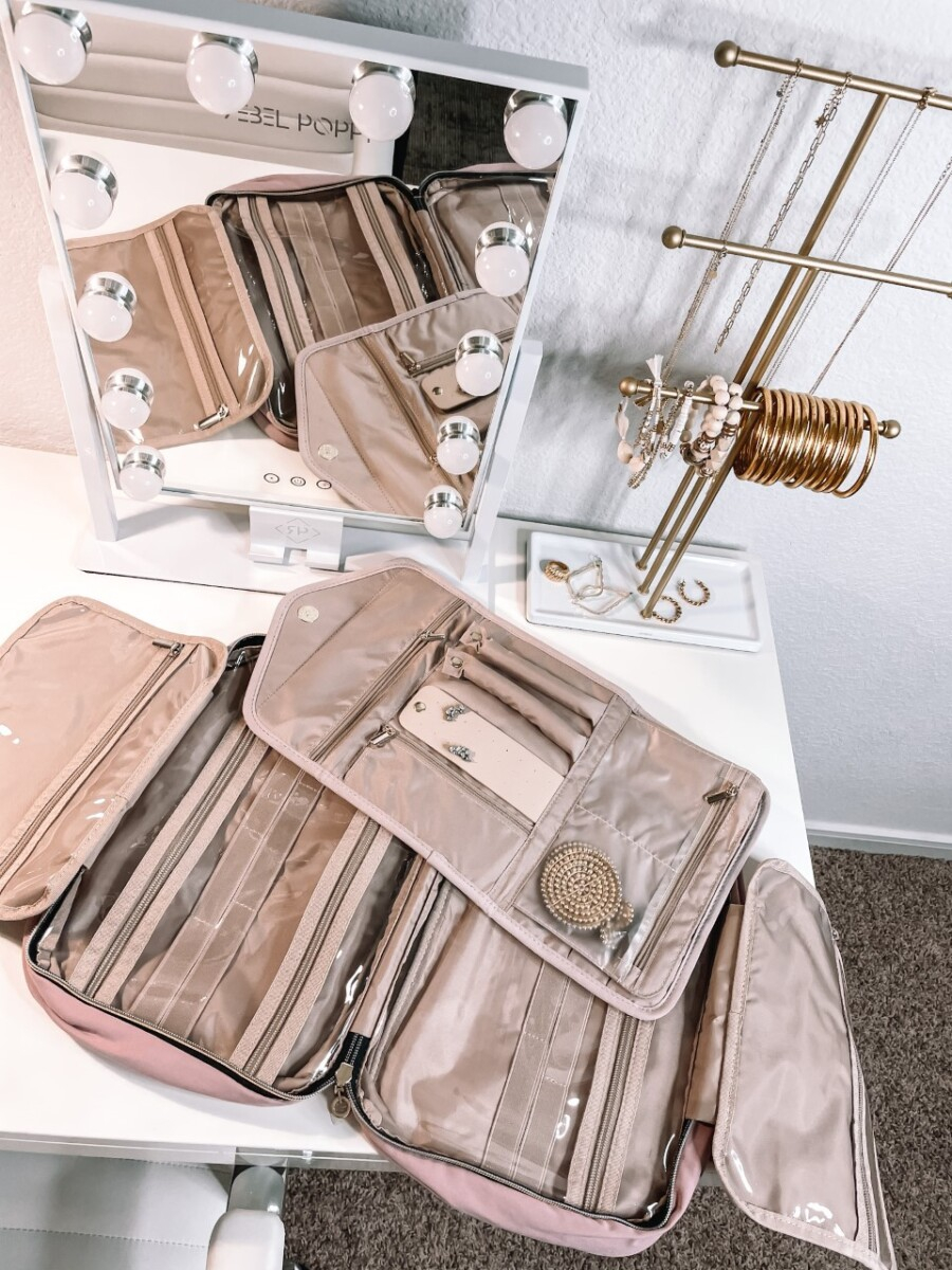 organization |Amazon Favorites by Houston life and style blog, Haute and Humid: image of a Amazon necklace and bracelet stand.