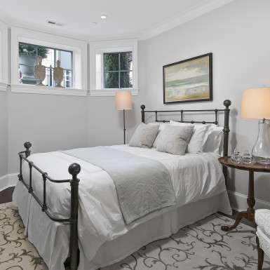 lake view chicago renovated basement guest room