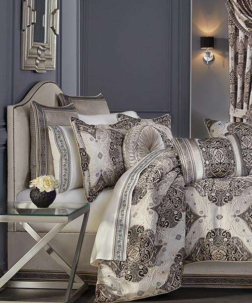 J Queen New York Vera Comforter Set