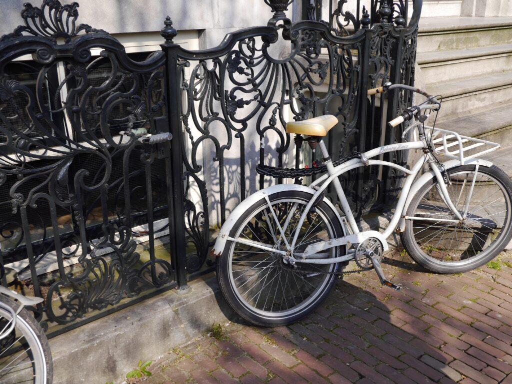 wrought iron vs cast iron gate