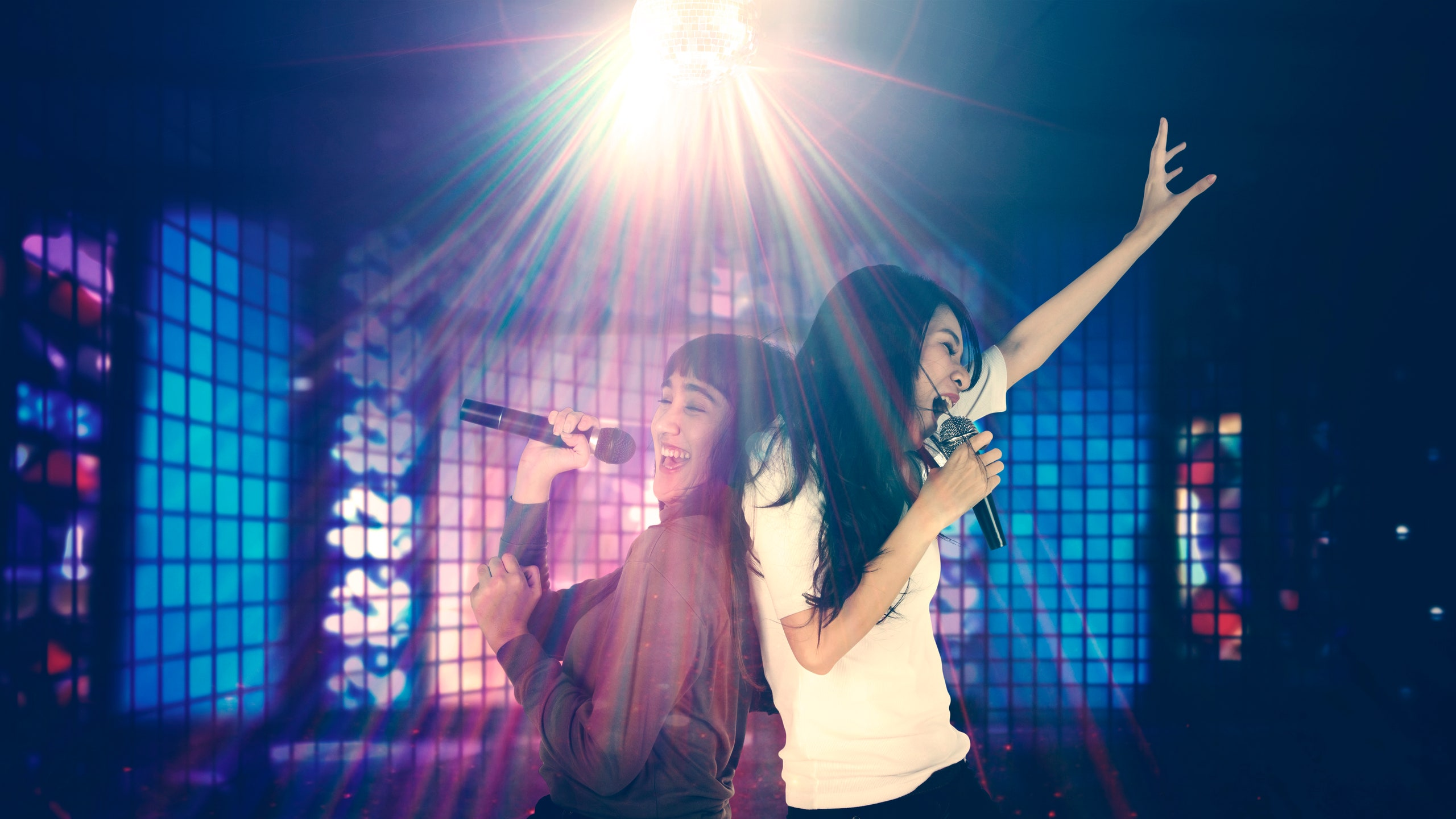 """Malu nak join karaoke session?-ikuti tips ini untuk elak """"awkward moment""""."""