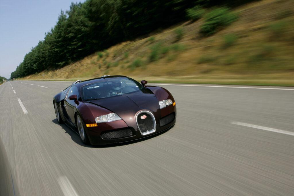 Hace 15 años el Bugatti Veyron batía el récord mundial de velocidad via Carsfera.com
