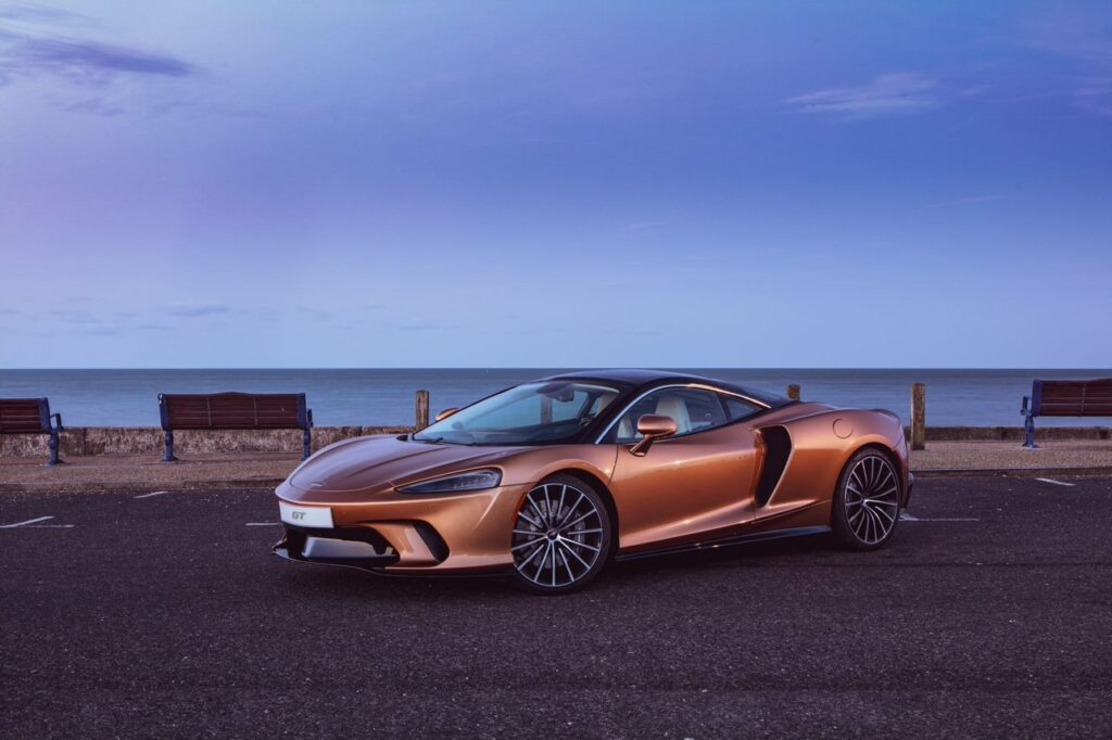 ARTISTIC FUNCTIONALITY: THE INSIDE STORY ON THE McLAREN GT'S UNIQUE AND HIGH-TECH INTERIOR MATERIALS vi Carsfera.com