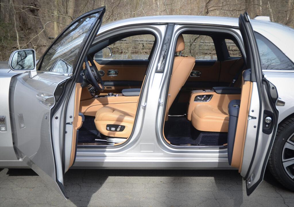 2021 Rolls-Royce Ghost Is the Latest in Sharp Understatements via Carsfera.com