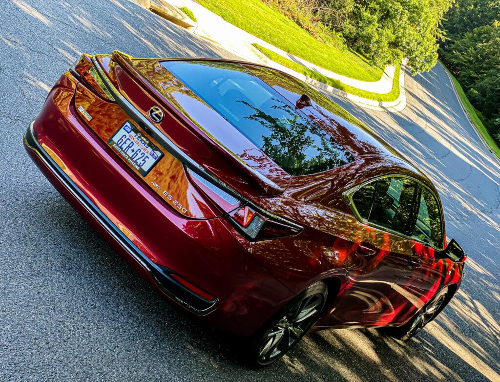 2021 Lexus ES250 F Sport – Luxury For Everyone via Carsfera.com