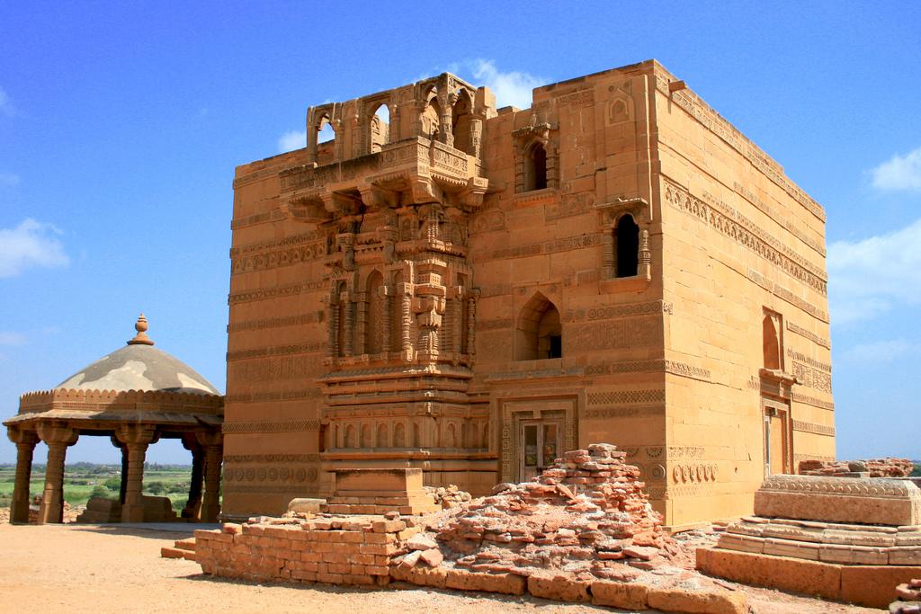 Transformation of Jam Nizamuddin Tomb in Thatta
