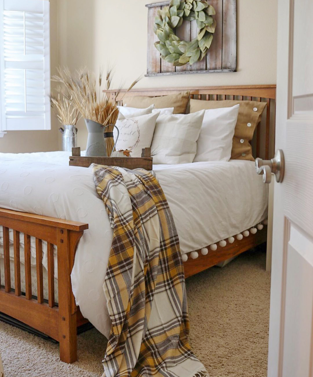 Rustic Fall Decorating Ideas for the Bedroom