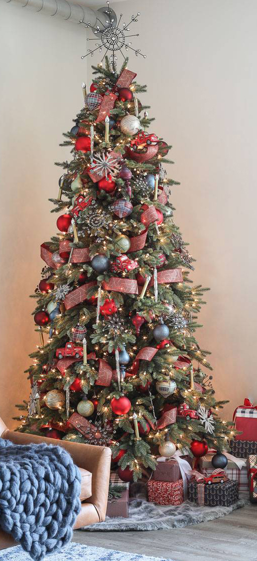 Antiqued Snowflake Christmas Tree