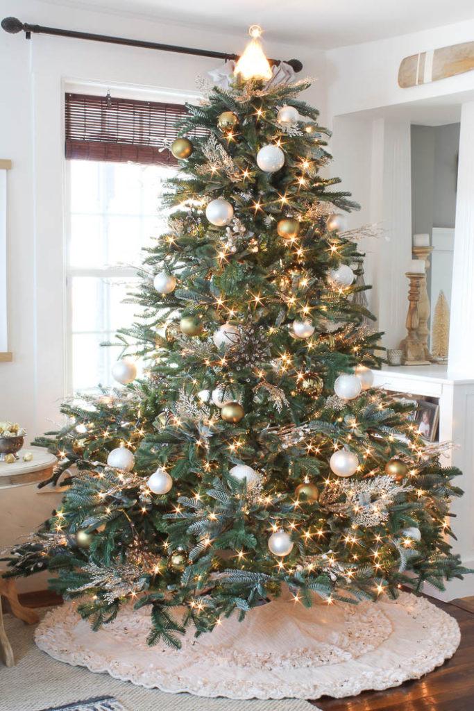 Farmhouse Flair Christmas Tree