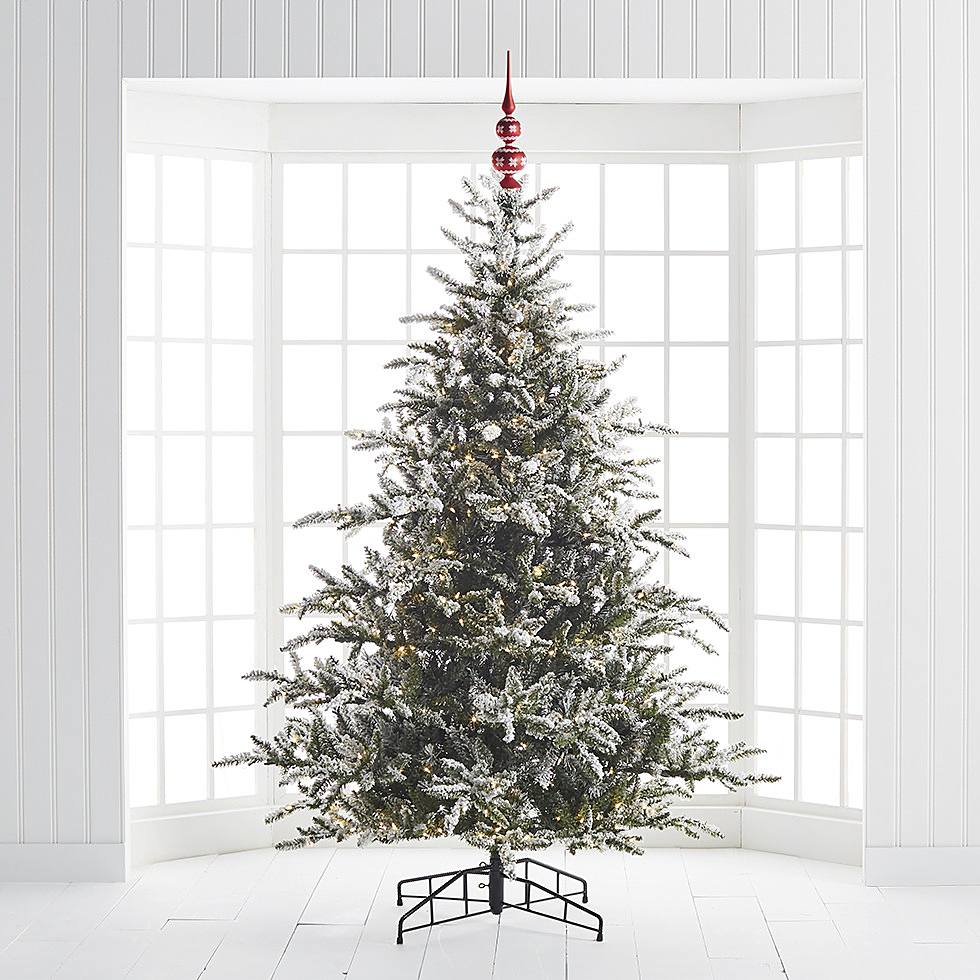 How to Decorate a Christmas Tree   Step 2