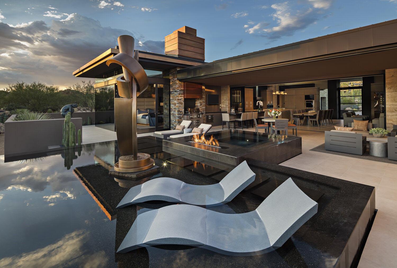 Contemporary Southwestern Backyard