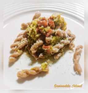 Casarecce con broccoli e pomodori secchi