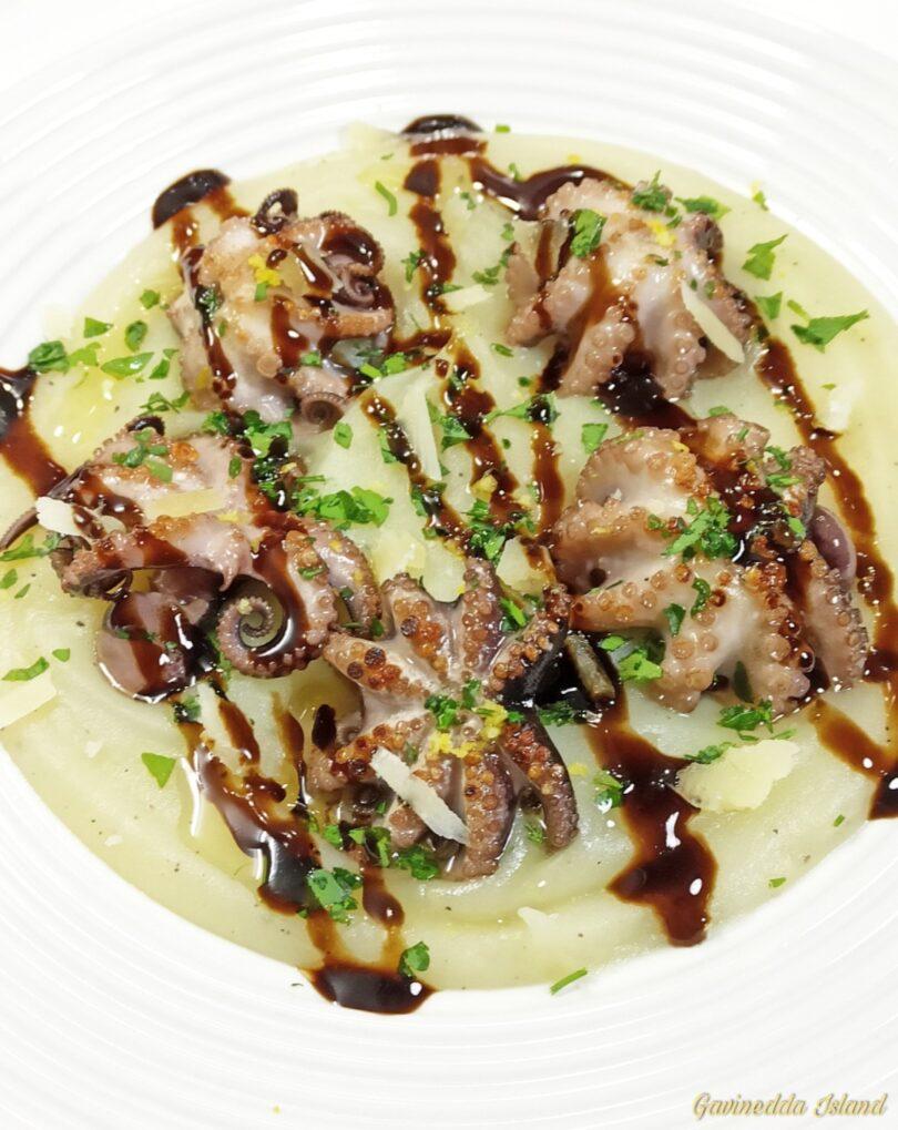 Moscardini grigliati su crema di patate
