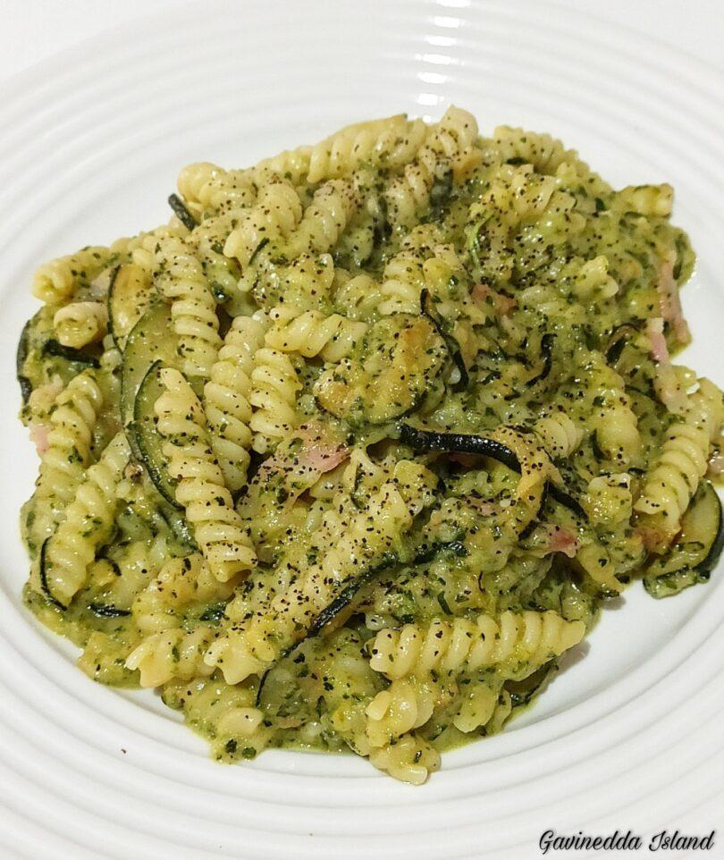 Pasta zucchine e pancetta