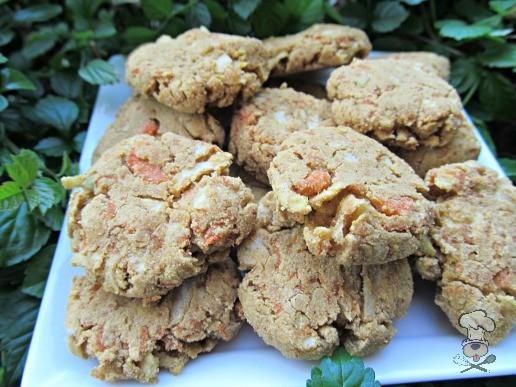 (wheat, gluten and dairy-free, vegan, vegetarian) apple carrot molasses dog treat/biscuit recipe