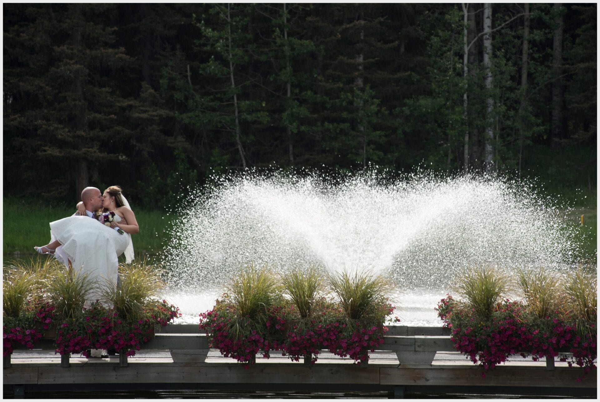 008-Calgary-Priddis Greens Golf and Country Club Wedding_fountain_Photography-