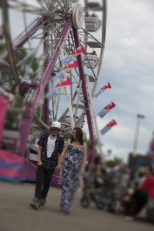 Edmonton-Carnival-Engagement-Mini-Session-Calgary–002